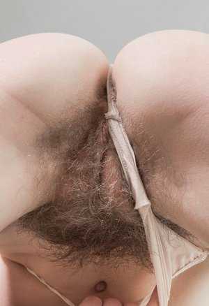 Free hairy ass porn pics