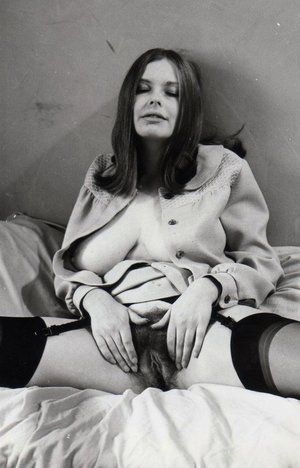 Vintage hairy pussy mom photo