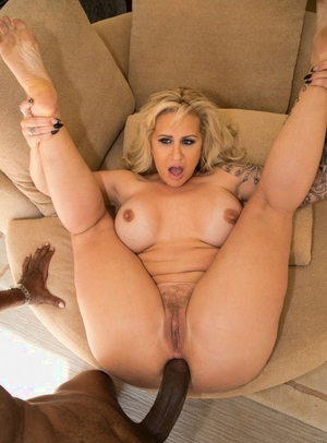 Big ass mature adult movie star with huge tits Ryan Conner got analized by a black man