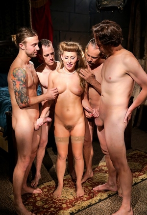 Naked damsel Carter Cruise gets on her knees for a blowbang