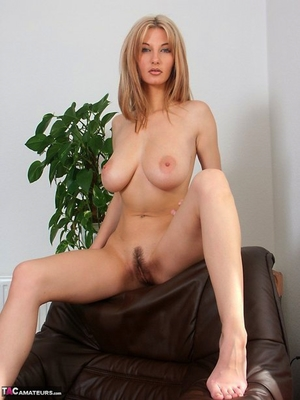 Spread hairy pussy pic