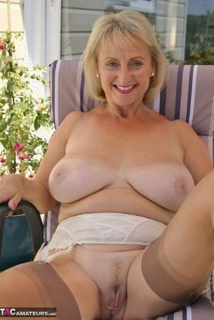 Mom spread pussy pics