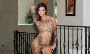 Tattooed slut Bonnie Rotten sucking huge cock & pounding in raunchy FFM Threesome