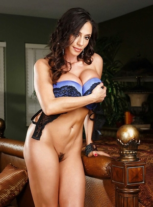 Huge-titted MILF Ariella Ferrera looking sexy in high heels and denim jeans