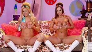Retro dykes Abigail Mac and Jessa Rhodes unleash big boobs in footwear