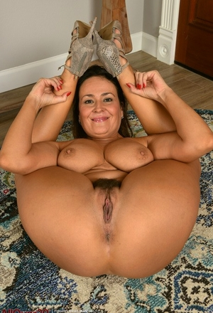 30 plus chick Elexis Monroe bares big naturals before showing her trimmed cunt