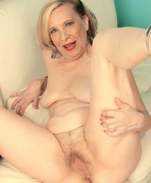 XXX old women naked