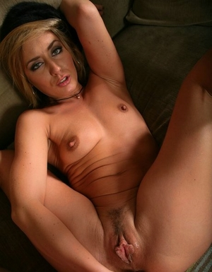 Blonde chick Sheena Shaw dildos her brown-eye before oozing cum from her anus