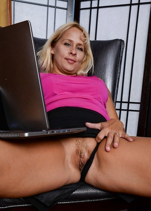 Mature blonde Payton Leigh shows big natural boobs and stretches hairy g-spot