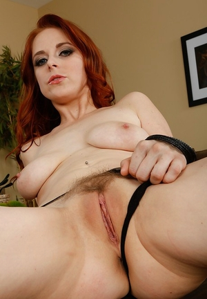 Redhead babe Penny Pax has the right mood for bare posing today