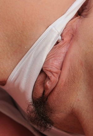 Mature Mummy Bianca Breeze shows off her trimmed twat in a string of pearls