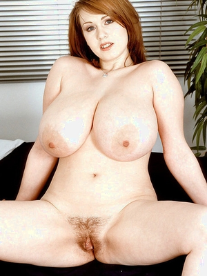 Chubby European amateur Nicole Peters unveiling huge Mummy titties