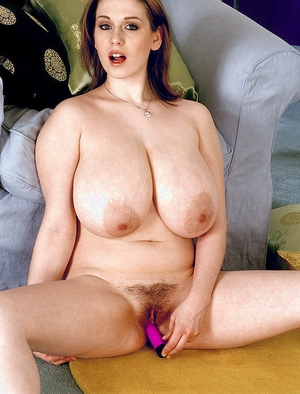 Amateur babe Nicole Peters frees big saggy tits for self nip munching