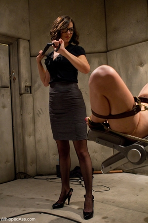 Whipped Ass Bobbi Starr, Courtney Taylor