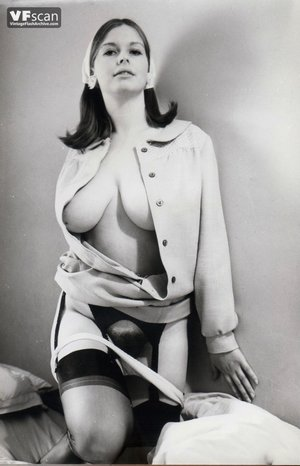 Vintage hairy pussy mom photo - 1