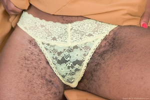 Black mature mommy hairy pussy picture - 3