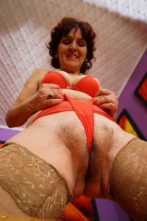 Mom large camel toe pussy pic - 12