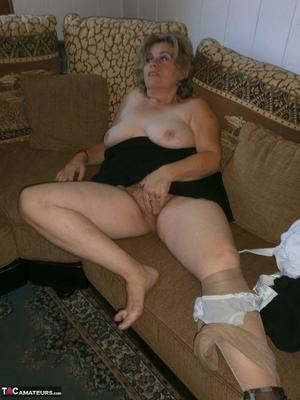 Very hairy BBW pussy pics - 16