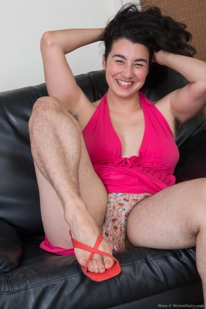 Extreme hairy girls with big calves hot pics - 4