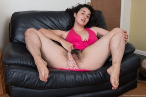 Extreme hairy girls with big calves hot pics - 5