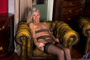 Hairy mature pussy pictures - 15