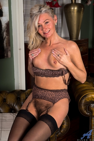 Hairy mature pussy pictures - 16