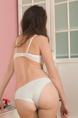 Beautiful hairy pussy Lisa Carry - 4