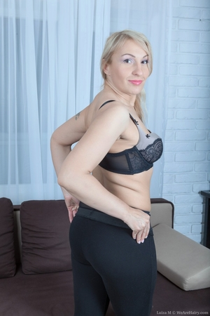 Mature pussy pictures - 4