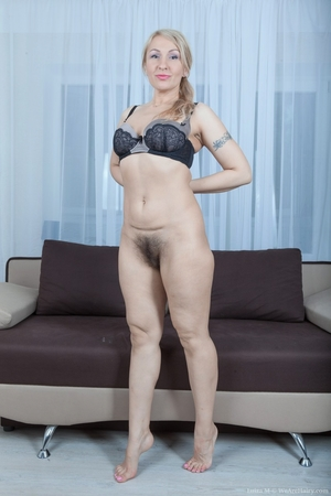 Mature pussy pictures - 9