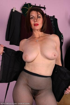 Mature pussy pics - 12