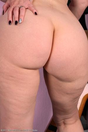 Mature pussy pics - 13