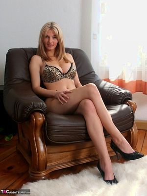 Spread hairy pussy pic - 1