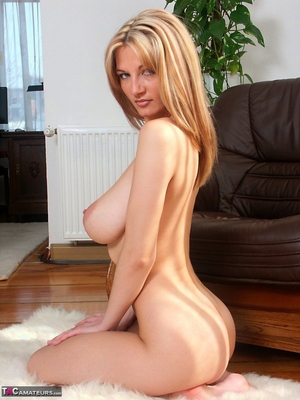 Spread hairy pussy pic - 19