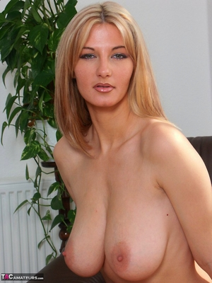 Spread hairy pussy pic - 6