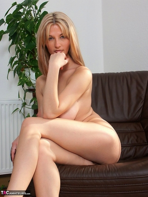 Spread hairy pussy pic - 7