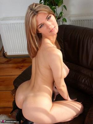 Spread hairy pussy pic - 9