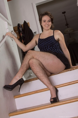 Hairy women black legs and pussy - 5