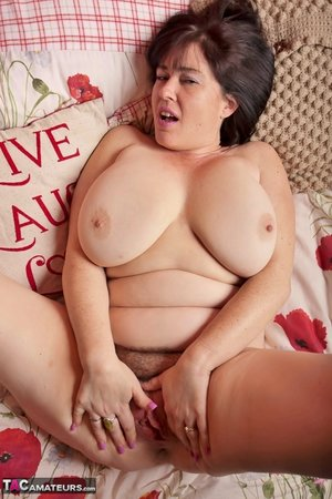 XXX pussy hairy fat pic - 2