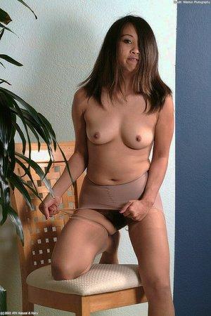 Mature Latina up close pussy pics - 11