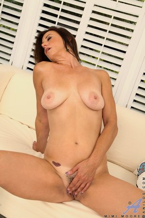 Mature hairy pussy pictures - 14