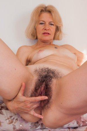 Mature woman full bush hairy pussy photos - 16