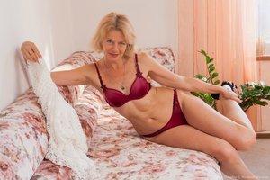 Mature woman full bush hairy pussy photos - 4