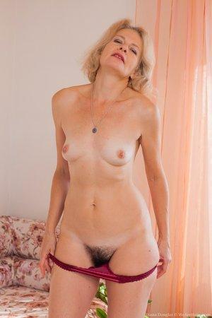 Mature woman full bush hairy pussy photos - 6