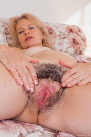 Mature woman full bush hairy pussy photos - 10