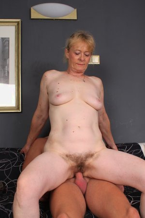 Young dick fucking hairy old pussy pic - 13