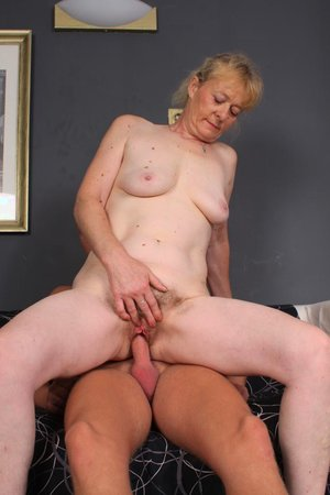 Young dick fucking hairy old pussy pic - 18