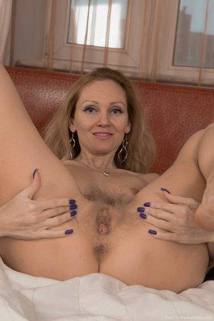 Hairy aunty spread pussy pics - 6